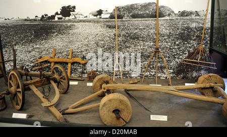 Verschiedene landwirtschaftliche Werkzeuge in abgelegene Farmen, namens Tanya verwendet. 18.-19. Jahrhundert. Ethnographisches - Stockfoto
