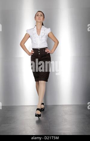 Business-Frau zu Fuß - Stockfoto