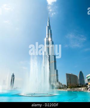 Panorama-Bild der höchste Wolkenkratzer der Welt - Burj Khalifa in Dubai, Vereinigte Arabische Emirate - Stockfoto