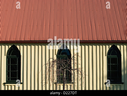 TOWAMBA, Australien - ein Wellblech School House in Towamba, New South Wales, Australien, mit starken vertikalen - Stockfoto