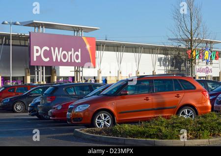 Parkplatz kostenlos PC-Welt Store an der Lakeside Retail Park - Stockfoto
