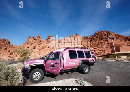 Pink Jeep Touren speziell dafür gebauten Tour Fahrzeug im Valley of Fire State Parkbesucher zentrieren, Nevada, - Stockfoto