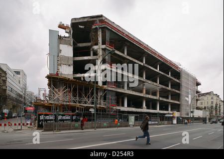 Berlin, Deutschland, Betonskelett des ehemaligen Hertie-Kaufhauses im Bezirk Neukölln - Stockfoto