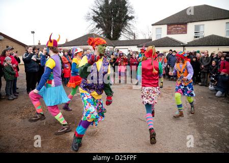 Morris Tanz von Gog Magog Moriskentänzer, Whittlesey Stroh tragen Festival, Cambridgeshire UK - Stockfoto
