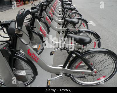 Mehreren Bixi Fahrräder zu vermieten in Downtown Montreal Kanada - Stockfoto