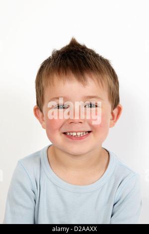 Nahaufnahme eines jungen lächelndes Gesicht - Stockfoto