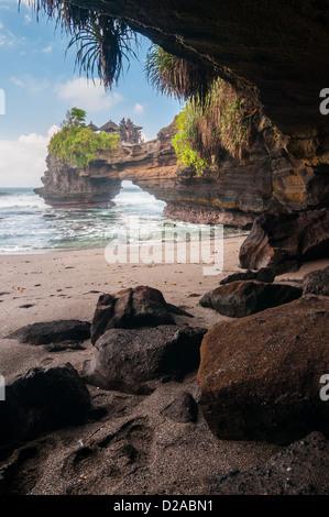 Pura Batu Bolong - kleine hindu-Tempel in der Nähe von Tanah Lot, Bali, Indonesien - Stockfoto