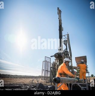 Arbeitnehmer auf Bohren rig an Kohle mir - Stockfoto