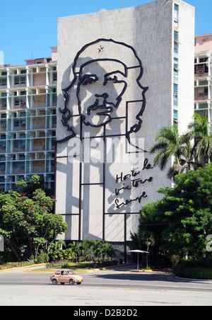 Havanna, Kuba, das Home Office mit einem Porträt von Che Guevara - Stockfoto
