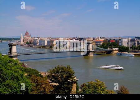 Ungarn, Budapest. Kettenbrücke über die Donau. - Stockfoto
