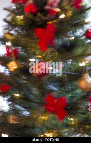 Weihnachtsbaum mit Bewegungsunschärfe Effekt - Stockfoto