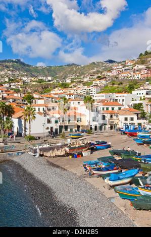 Hafen und den Hafen von Camara de Lobos, mit der traditionellen Fischerei Boote, Südküste von Madeira, Portugal, - Stockfoto