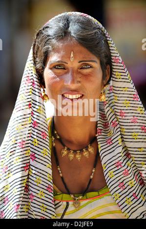 Porträt von traditionell gekleideten Indianerin - Stockfoto