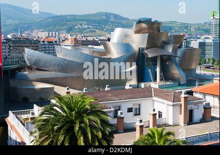 Das Guggenheim, kanadisch-amerikanischen Architekten Frank Gehry, erbaut von Ferrovial, Bilbao, Baskenland, Spanien - Stockfoto