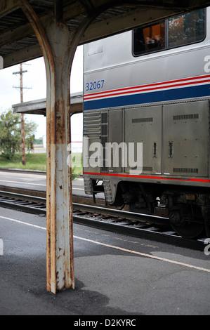 Amtrak California Zephyr Zug warten an einer Station, USA - Stockfoto
