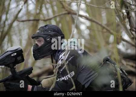 Paintball im Winter Wälder - Stockfoto