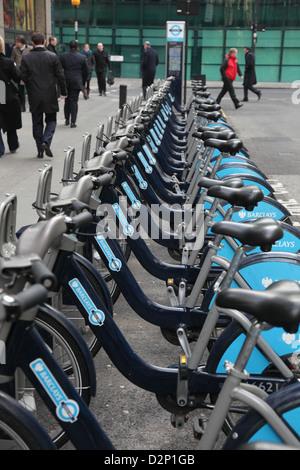 """Fahrräder zu vermieten in London, Spitznamen """"Boris Bikes"""" nach dem Londoner Bürgermeister oder Barclays Fahrräder - Stockfoto"""