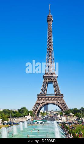 Eiffelturm und Trocadero Brunnen, Paris, Frankreich, Europa - Stockfoto