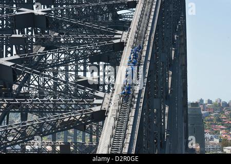 Menschen zu Fuß auf Sydney Harbour Bridge, Sydney, New South Wales, Australien, Pazifik - Stockfoto