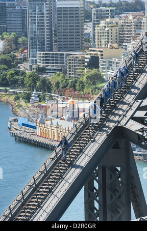 Menschen zu Fuß auf Sydney Harbour Bridge, Sydney, New South Wales, Australien, Pazifik - Stockfoto