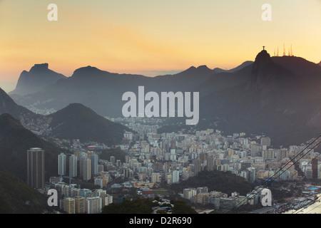 Anzeigen von Christus der Erlöser Statue Corcovado und Botafogo Rio De Janeiro, Brasilien, Südamerika - Stockfoto