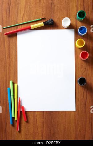 Zurück in der Schule malt Schüler-Kunst-Pad, Bleistifte und ...