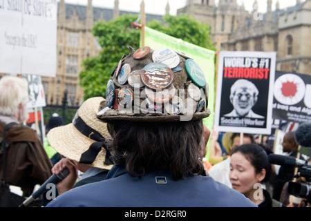 Die Rückseite des Kopfes von Brian Haw ein lange Zeit Demonstrant in Parliament Square im Zentrum von London. - Stockfoto