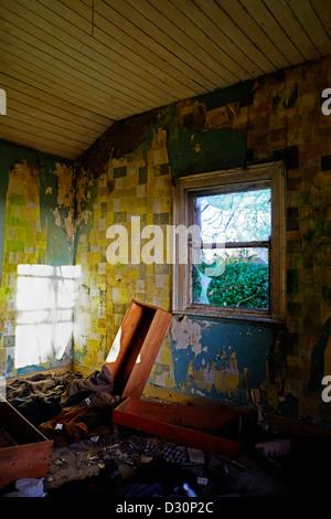 Zimmer in verlassenen Haus im ländlichen Irland - Stockfoto
