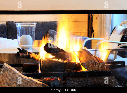 ... Kamin In Einem Luxus Chalet In Den Bergen   Stockfoto