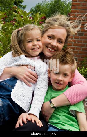 Mutter mit ihren Kindern - Stockfoto