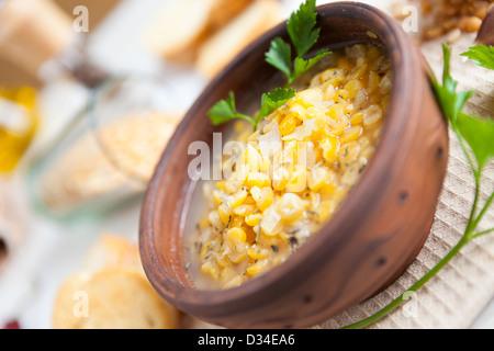 duftende gelbe Erbsensuppe, Nahaufnahme - Stockfoto