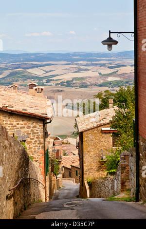 Blick auf Montalcino Innenstadt in Italien - Stockfoto
