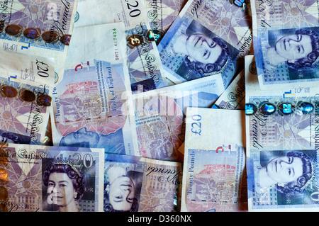 Ein Haufen von britischen £20 zwanzig Pfund-Noten. - Stockfoto