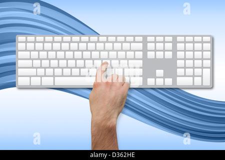 Hand durch Betätigen der Taste auf leere Tastatur - Stockfoto