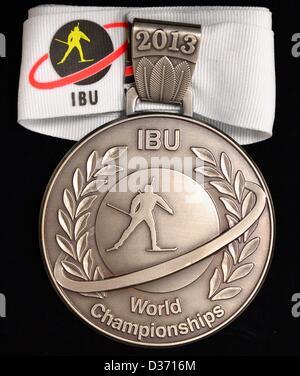 11.02.2013. Nove Mesto Na Morave, Tschechische Republik. Abgebildet sind die Silbermedaille für den Biathlon-Weltmeisterschaften - Stockfoto