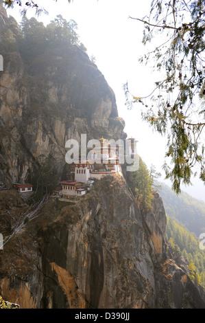Der Berg bekannt als Tiger Nest oder Taktsang Lhakhang in Bhutan, Kloster thront mehrere tausend Füße hoch auf dem Berg