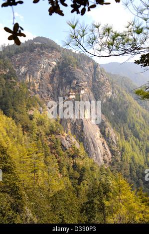 Die Tigers Nest Kloster in der Nähe von Paro in Bhutan. Auch bekannt als Taktsang Lhakhang. Eines der beliebtesten Urlaubsziele.