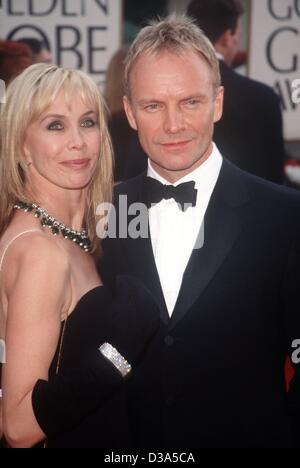"""(Dpa-Dateien) - britischer Rock-Musiker Sting und seine Frau Trudie Styler kommen bei den 58. Golden Globes in Beverly Hills, 21. Januar 2001. Sting wurde nominiert für seinen Song """"Meine lustigen Freund und mich"""" in """"Des Kaisers neue Groove"""" für den besten Original Song, aber nicht gewinnen."""