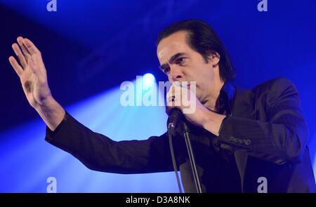 Australischer Musiker Nick Cave und The Bad Seeds führen auf der Bühne im Admiralspalast in Berlin, Deutschland, - Stockfoto