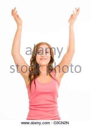 Junge Frau in einem rosa Tanktop auf weißem Hintergrund. Sie hat ihre Hände in der Luft als ob ein verzichten zu - Stockfoto