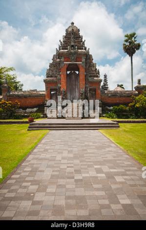 Haupttor zum Pura Taman Ayun - hindu-Tempel in der Nähe von Mengwi, Bali, Indonesien - Stockfoto