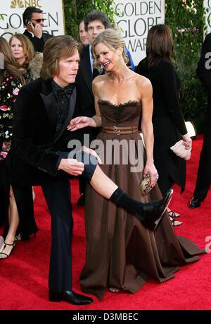 (Dpa) - US-Schauspieler Kevin Bacon (L) ziehen ein Witz und die US-Schauspielerin Kyra Sedgwick kommen für die 63. - Stockfoto