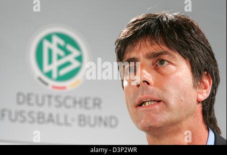 Joachim Loew, Trainer der deutschen Fußball-Nationalmannschaft, fotografiert während einer Pressekonferenz in Berlin, - Stockfoto