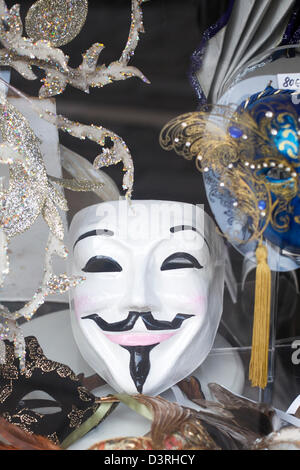 Traditionellen venezianischen Karnevalsmasken zum Verkauf in einem Geschäft in Venedig Italien - Stockfoto