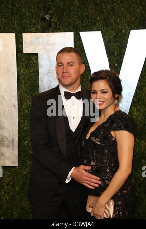 Schauspieler Channing Tatum (l) und Jenna Dewan-Tatum kommen bei der Vanity Fair Oscar Party im Sunset Tower in - Stockfoto