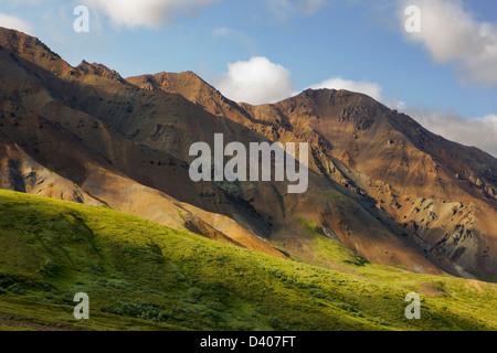 Südlich vom Highway Pass in der Nähe von Stony Hill Overlook, Denali National Park, Alaska, USA anzeigen - Stockfoto