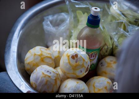 Orangen für den Verkauf in einem Straßenstand auf den Straßen von Leon, Nicaragua - Stockfoto