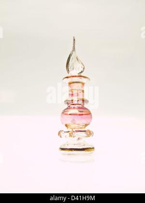 Ein Miniatur-rosa Glas-Parfüm-Flasche aus Ägypten - Stockfoto