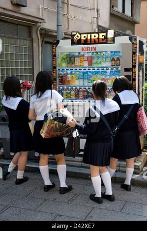 Japanese Schoolgirls Stockfotos und -bilder Kaufen - Alamy