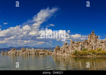 Tuffstein Südstrand, Mono Lake, Kalifornien, USA - Stockfoto